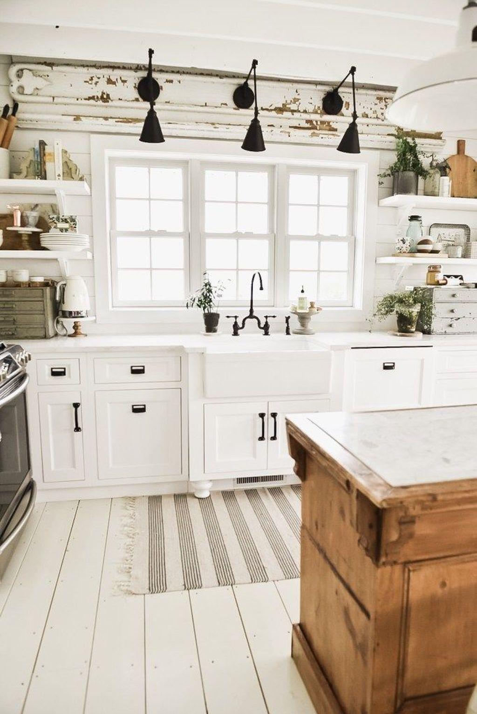 35 inspiring white farmhouse style kitchen ideas to maximize kitchen design https p on farmhouse kitchen gallery wall id=74016