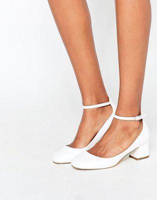 Zapatos blancos de tacón medio con correa tobillera Amber de Miss KG ... e8623f67b62