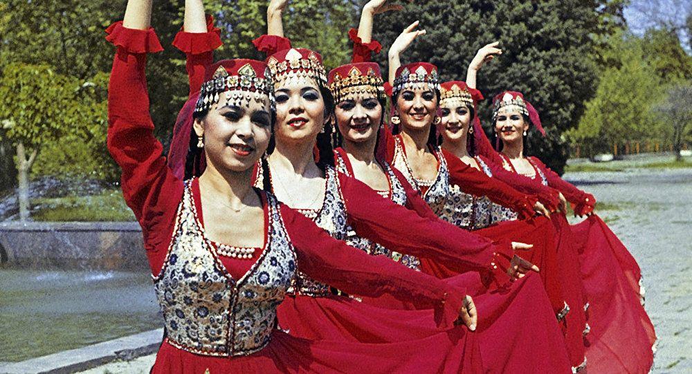 Картинки по запросу узбекская национальная женская одежда ...