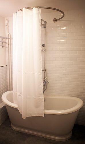 baignoire sabot et barre de rideau de douche circulaire galbobain salle de bain pinterest. Black Bedroom Furniture Sets. Home Design Ideas