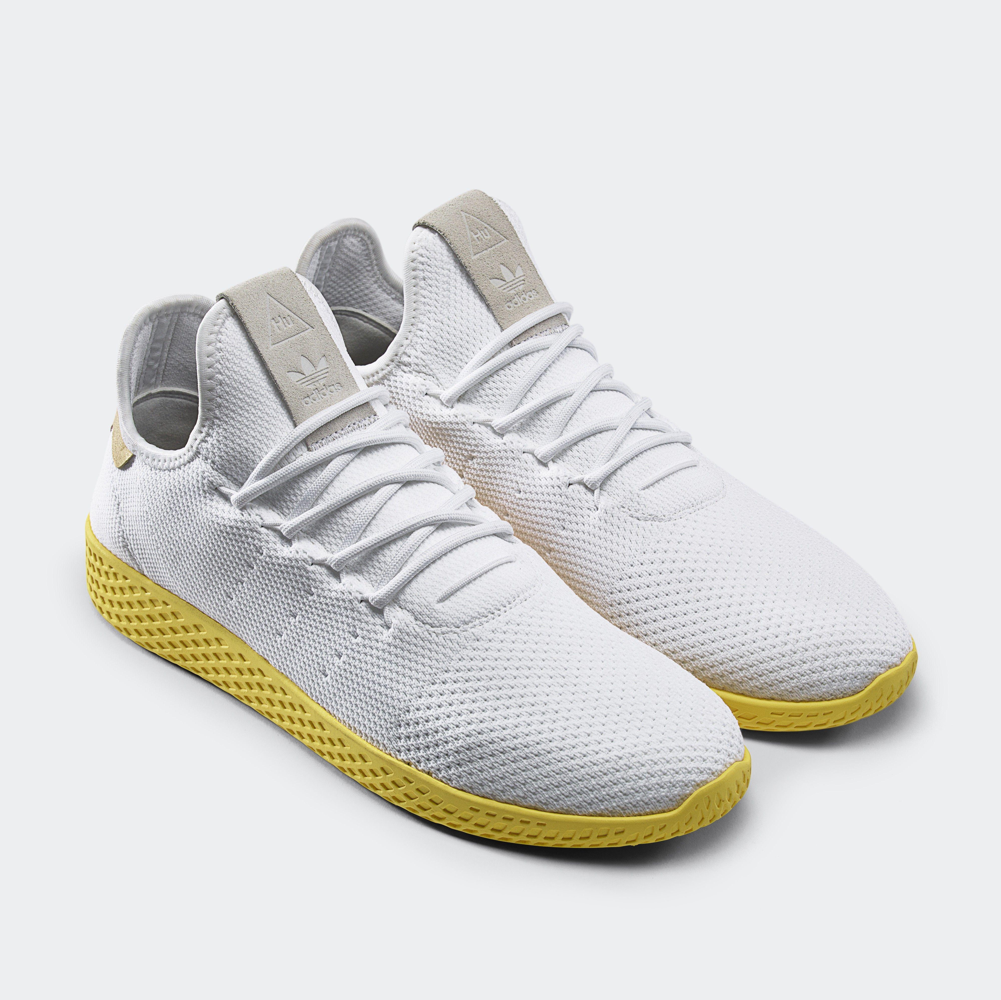 1ce23a767ea Minimalismo marca novos modelos adidas Originals x Pharrell
