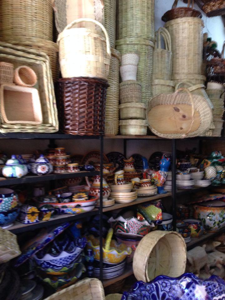 Cestos Y Cer Mica En El Mercado De Artesan As De San