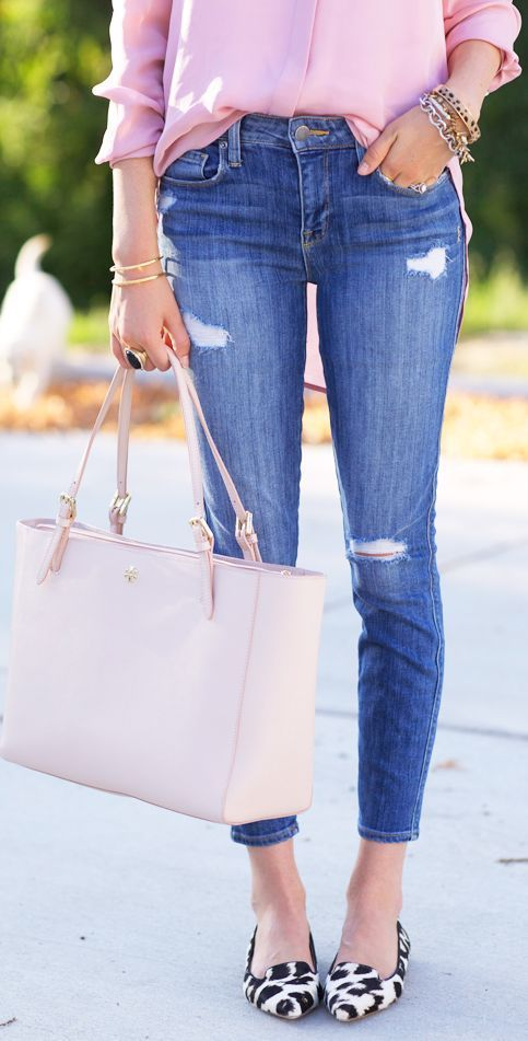 Casual look | Denim, pastel pink blouse and tote bag with animal prints flats