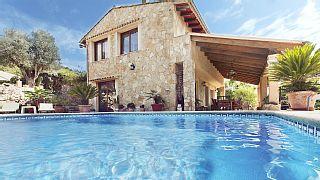 Casa de piedra rústica forrada totalmente de piedra situdada en la montaña   Alquiler de vacaciones en Inca (Zona) de @homeaway! #vacation #rental #travel #homeaway