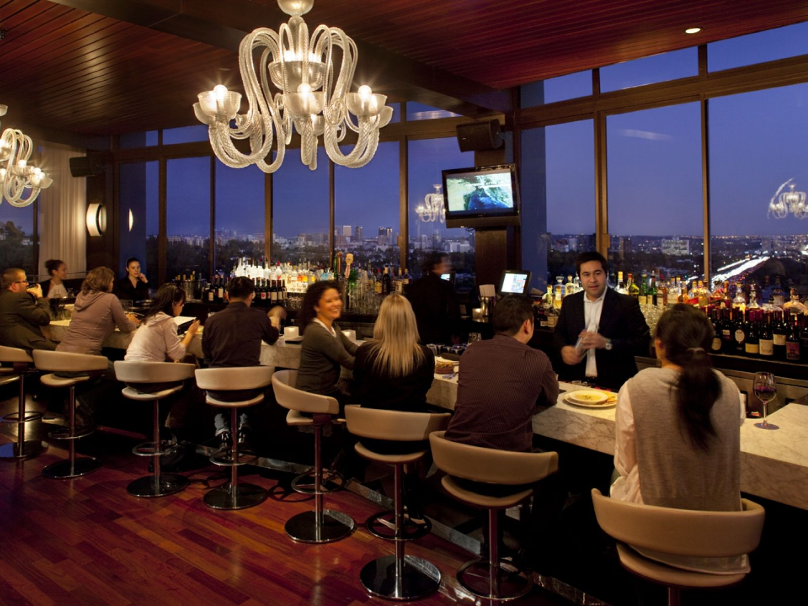 The Best Restaurants With A View In Los Angeles Discover Los Angeles With Images Restaurant Funny Dating Memes Los Angeles Restaurants