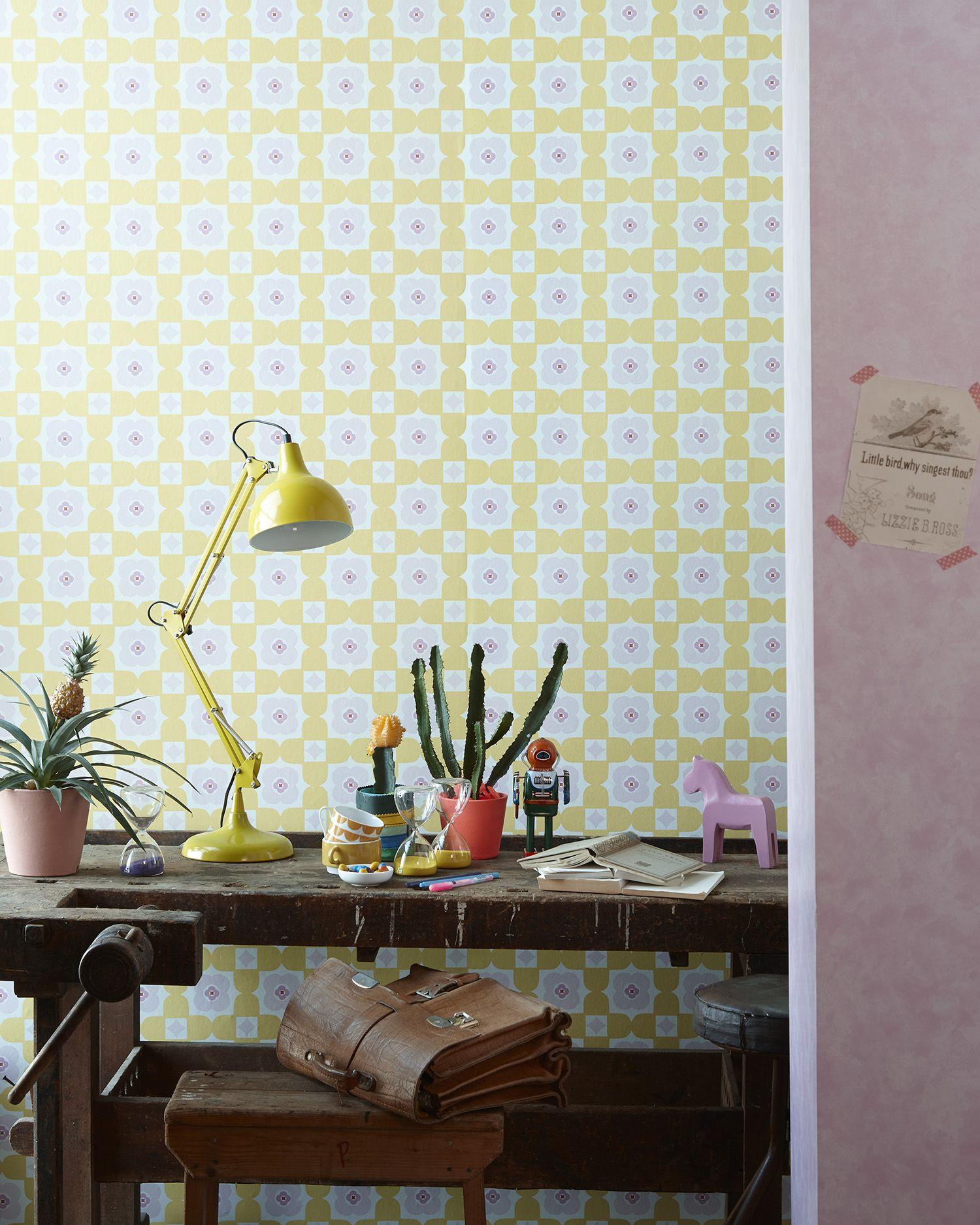 Retro Behangpapier Kinderkamer.Cozz Smile Collection Wallpaper Retro Floral Yellow