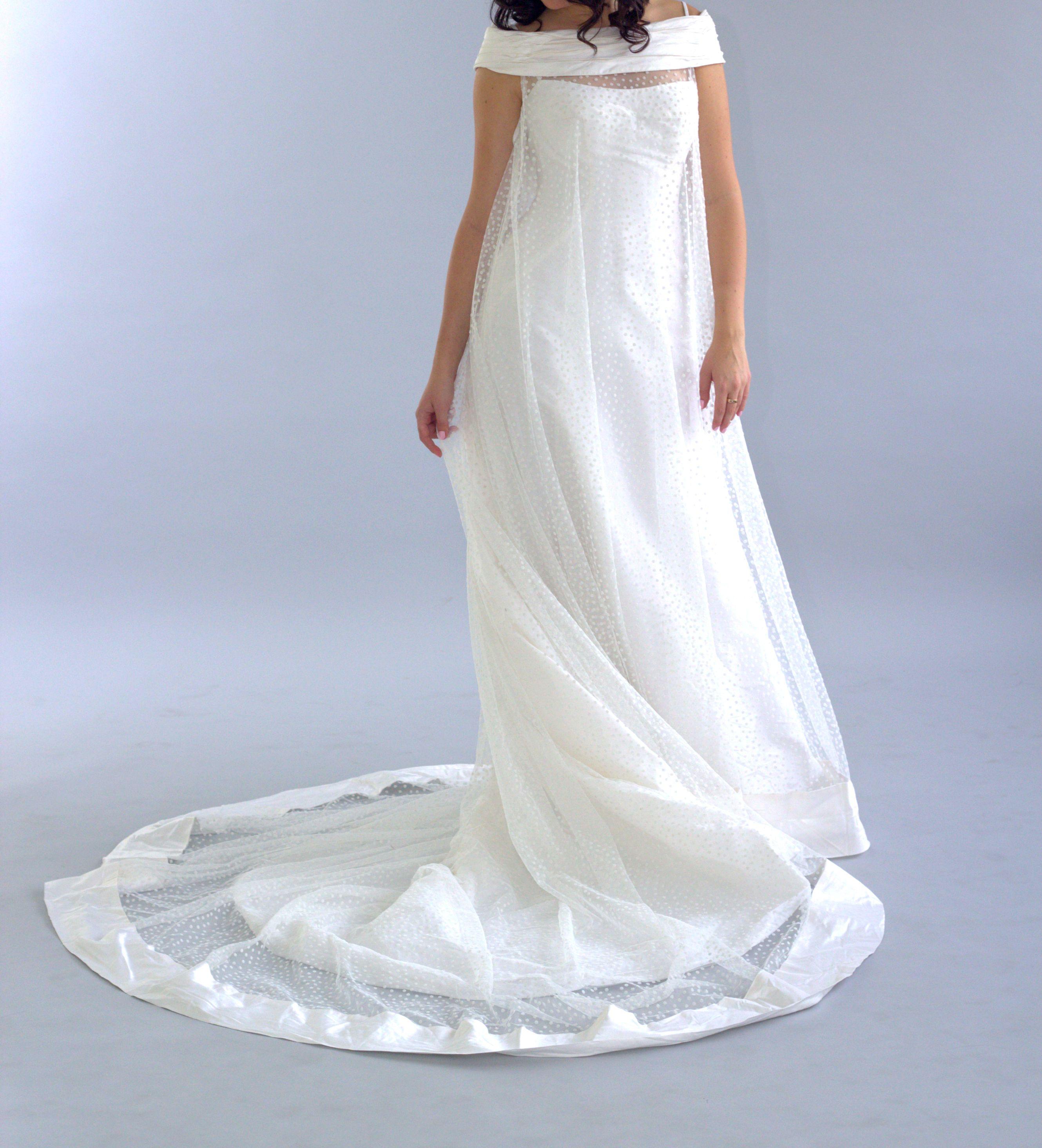 Classic flower ivory wedding dress by pronuptia french design