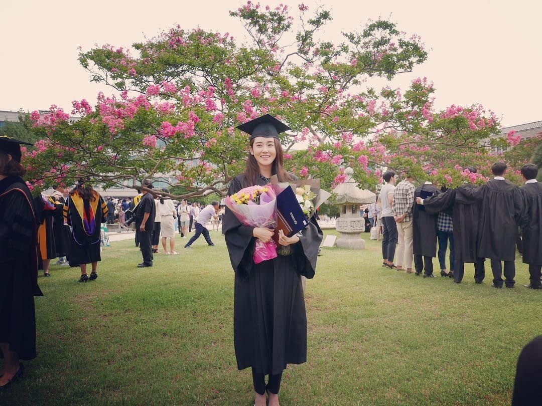 졸업. 작년 8월.