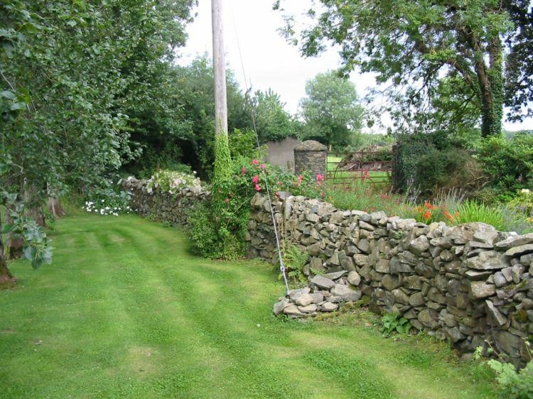 Decorar jardines rusticos ideas decorativas con piedra y madera jard n dise o de jardines - Diseno de jardines rusticos ...