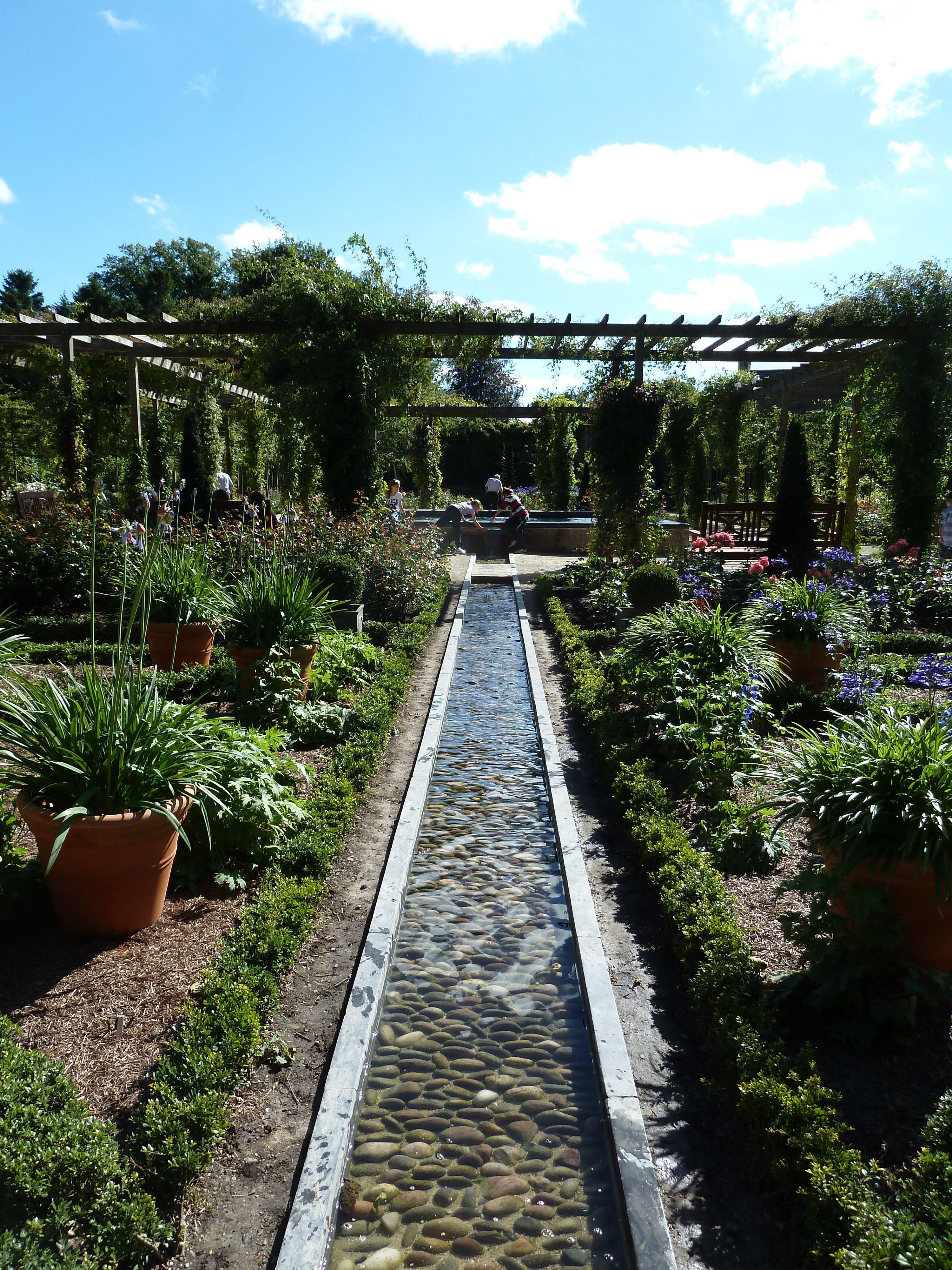 Canal Formal Garden Alnwick Castle Garden England Wasserspiel Garten Garten Bachlauf Im Garten