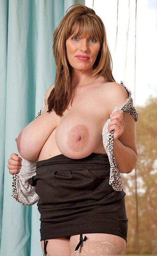 salope en blouse nylon seins tortures