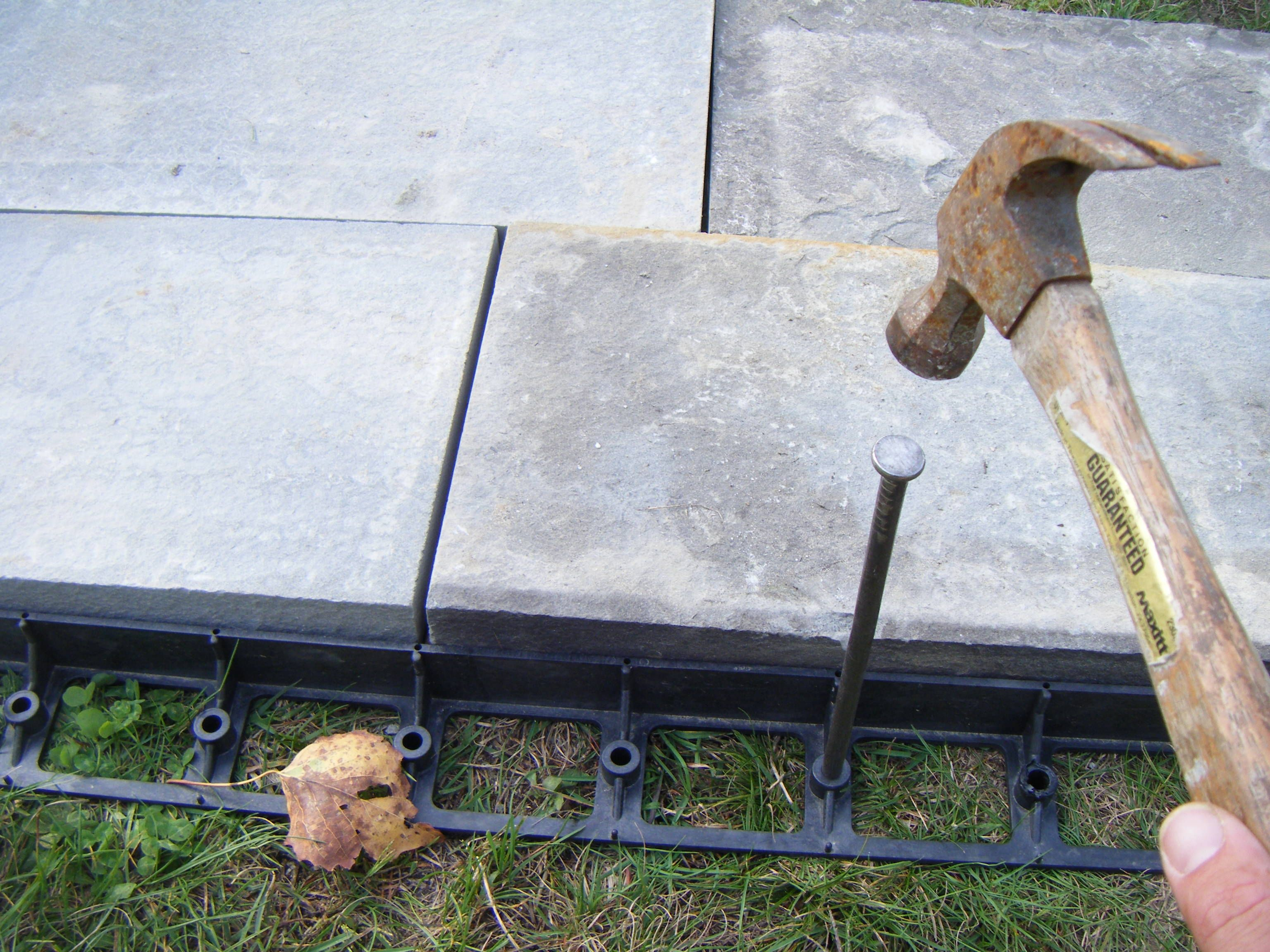 Learn How To Use Paver Edging When Building A Patio Or Walkway Back Garden Design Patio Edging Apartment Patio Decor