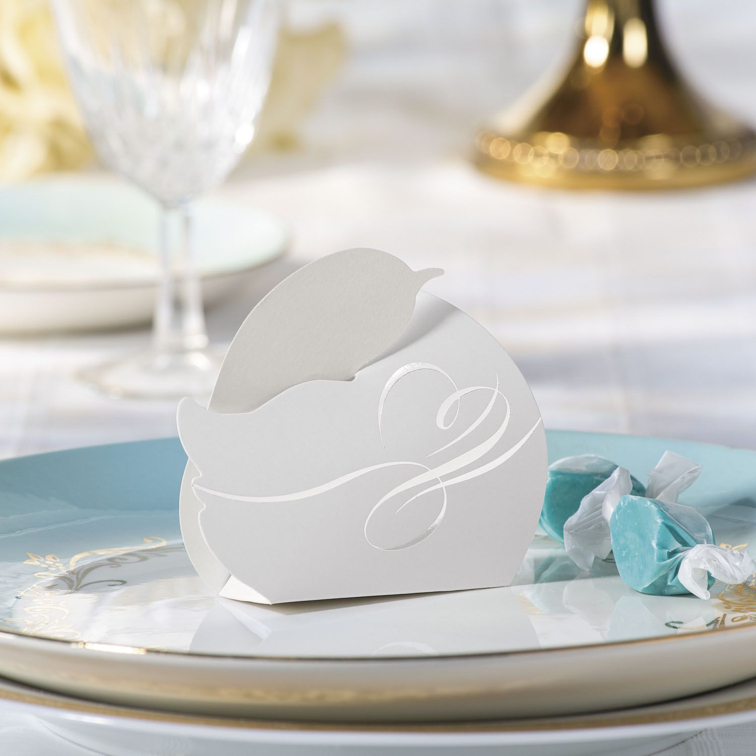 Give your wedding guests something to smile about with these Swan ...