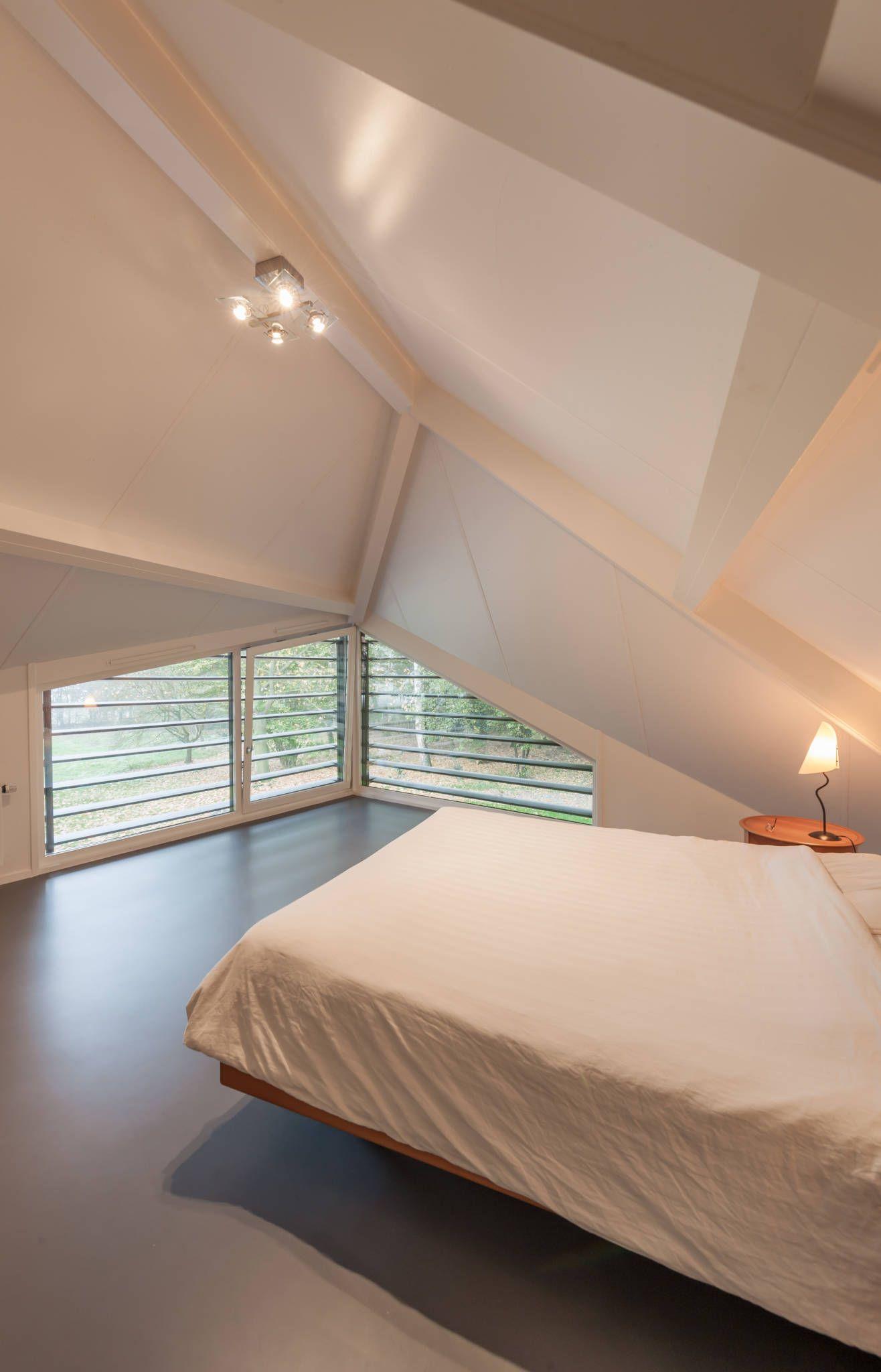 Modernistyczna sypialnia od Maas Architecten wnetrza