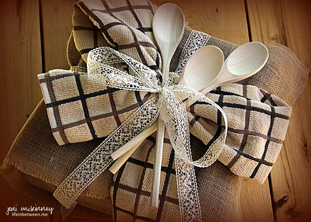 Ideas For Wrapping Wedding Gifts: Bridal Shower Gift Wrap Burlap Lace Kitchen Towels Wooden