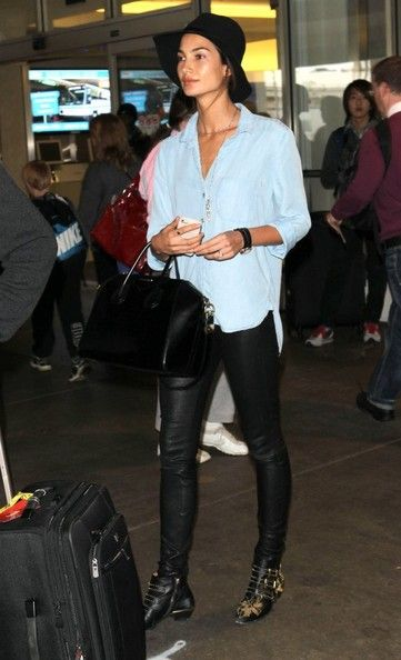 The Angel Has Landed Victoria S Secret Model Candice Swanepoel Sports A Wide Grin As She Arrives To Los Angeles Airport Fashion Candice Swanepoel Style Celebrity Style