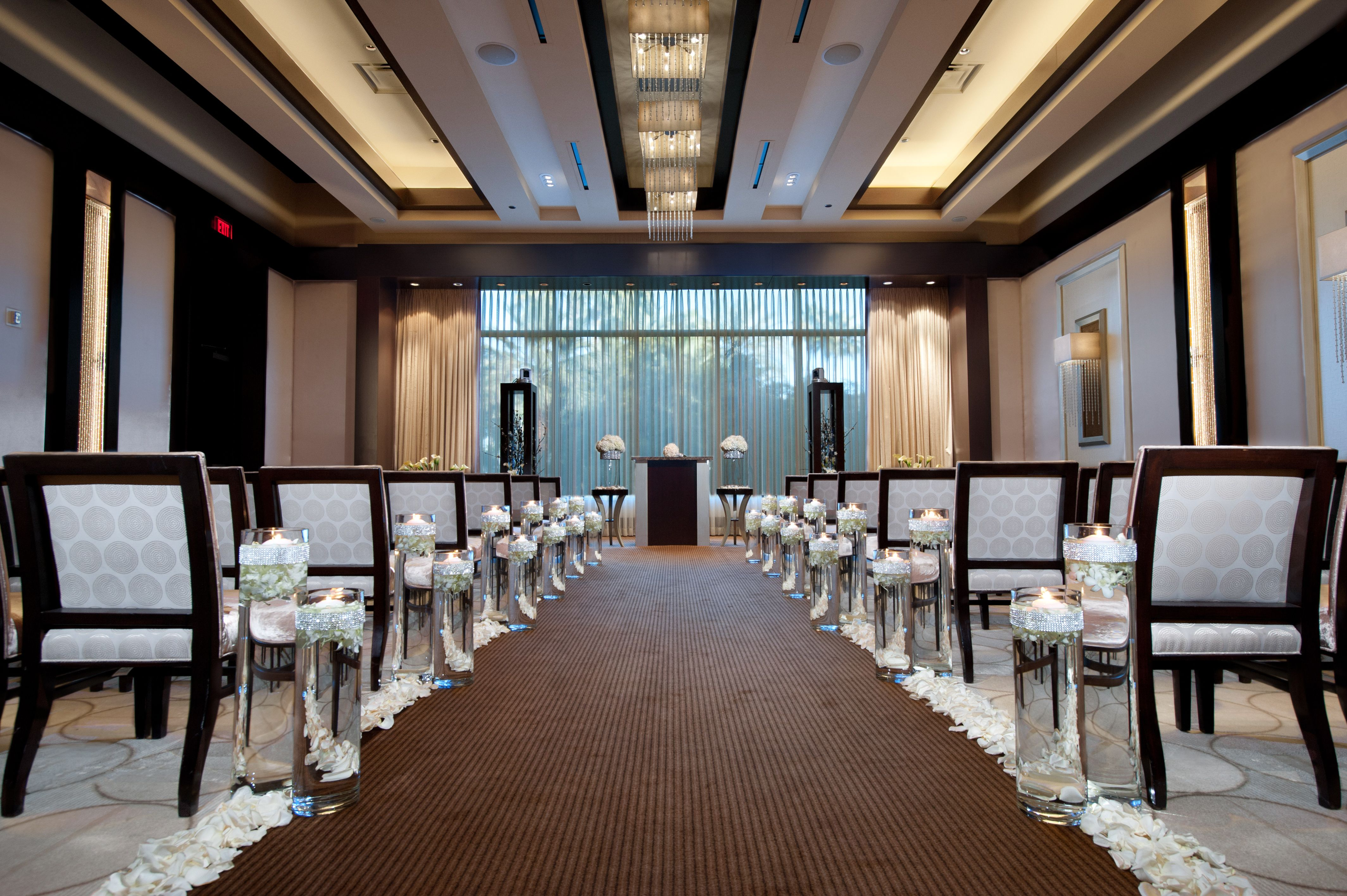 The Wedding Chapel At Mandalay Bay Is Both Modern And Traditional Venue To Suit Your Needs