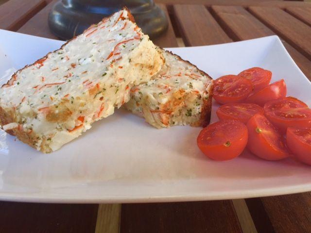 Pastel de surimi (protéico) - Silvia Propone  Ingredientes: -4 huevos (si preferís poned solo claras doblando la cantidad) -100 ml leche desnatada (soja o avena) -20 palitos de surimi -ajo molido, sal y perejil.