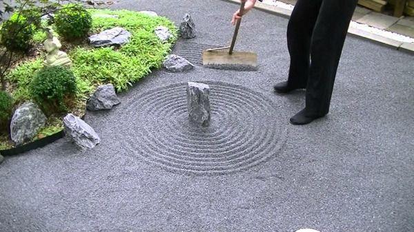 am nagement jardin zen quelques conseils rateau zen et amenagement jardin. Black Bedroom Furniture Sets. Home Design Ideas