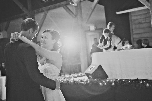 Western Chic Barn Wedding (With images)   Rustic chic ...