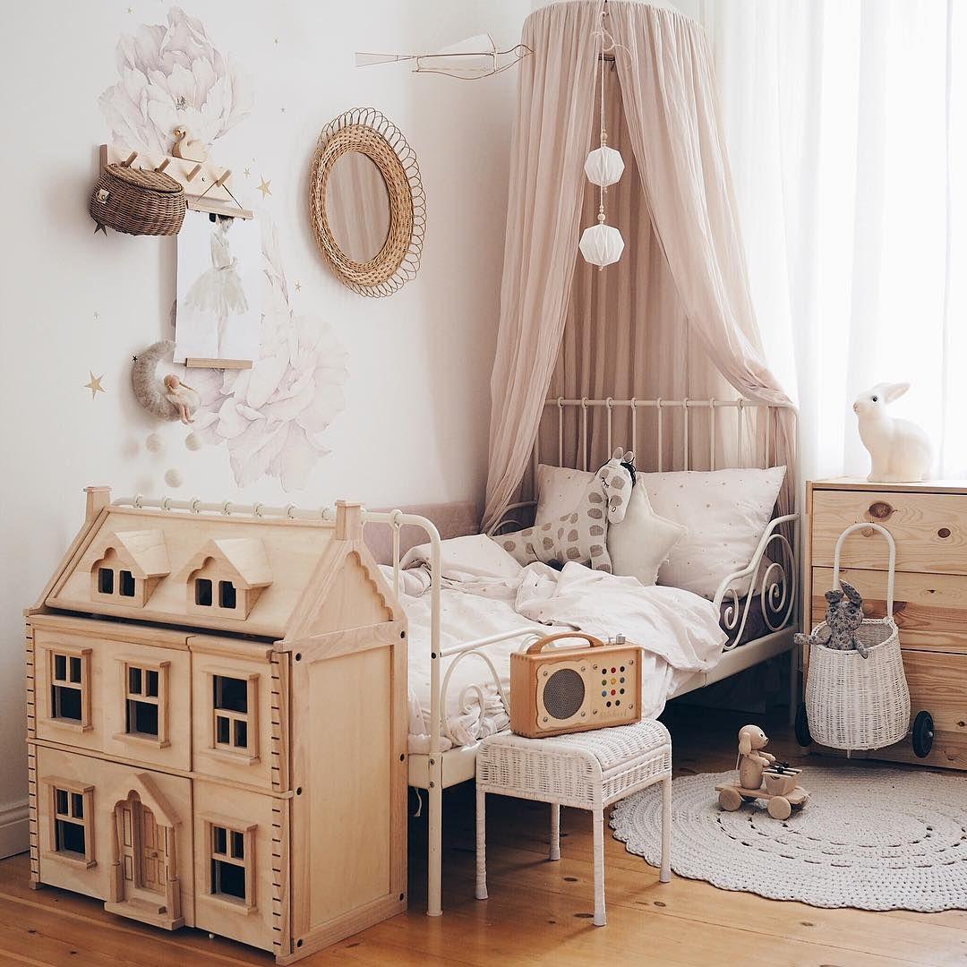 heute gibt es ein bild aus der kuschelecke ber dem bett. Black Bedroom Furniture Sets. Home Design Ideas