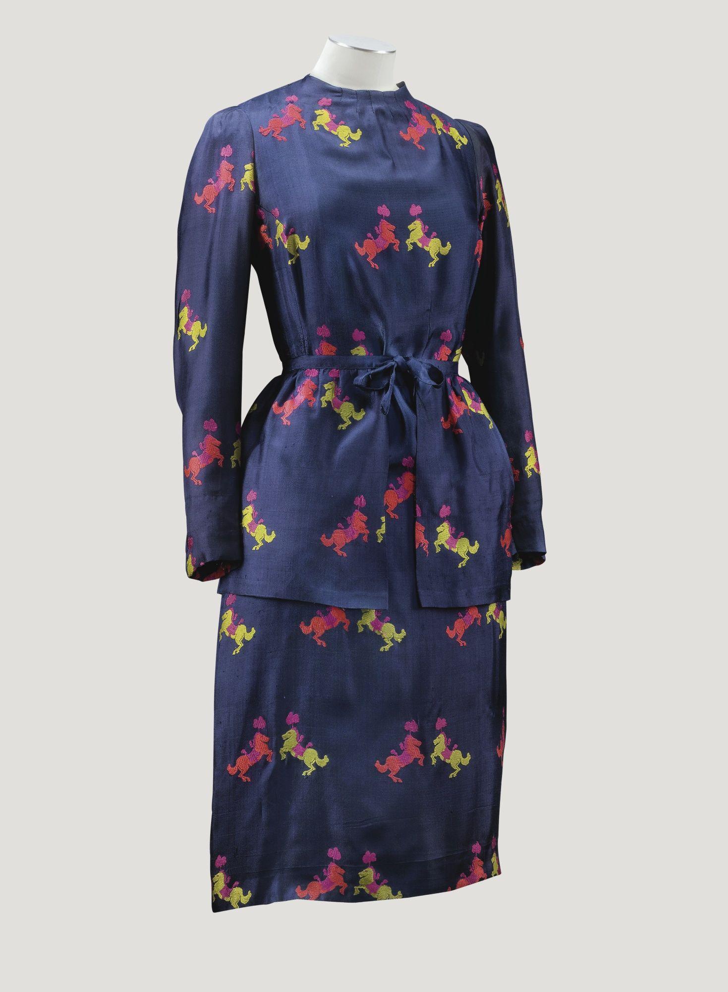 Robe en twill de soie indigo collection CIRQUE Haute Couture, printemps-été  1938 - Elsa SCHIAPARELLI 5ae0ed2ba14