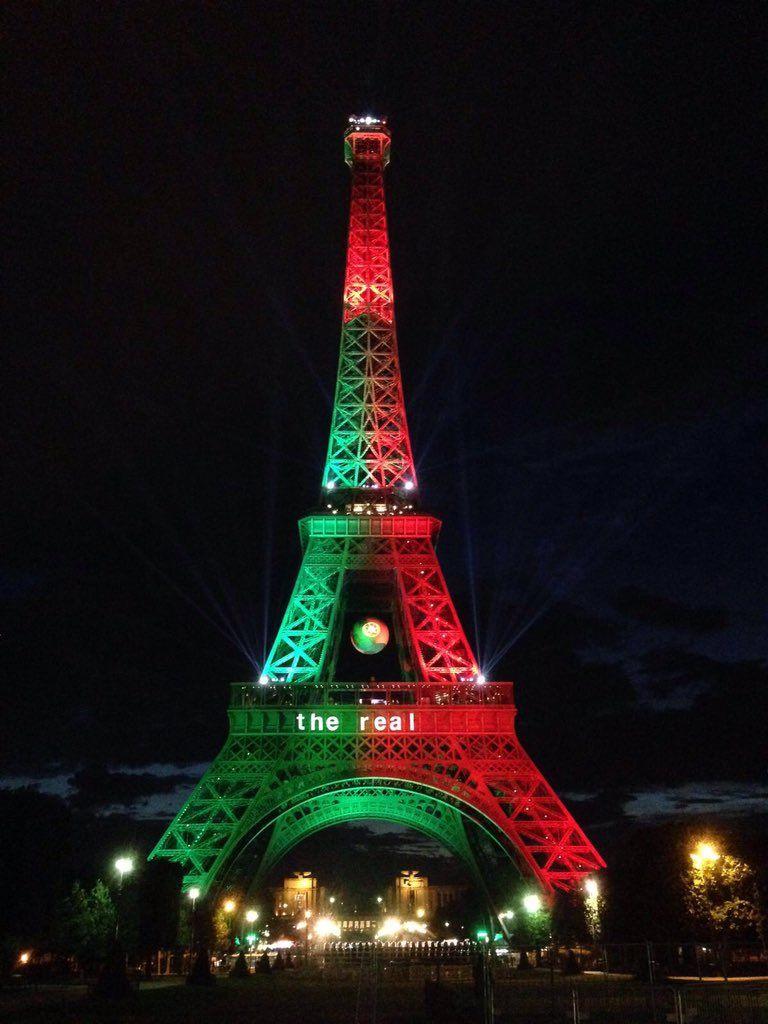 """La tour Eiffelさんのツイート: """"Bravo aux supporters du #POR ! Ils me font porter leurs couleurs ce soir ! @orange #Euro2016 https://t.co/kegSiknCOb"""""""