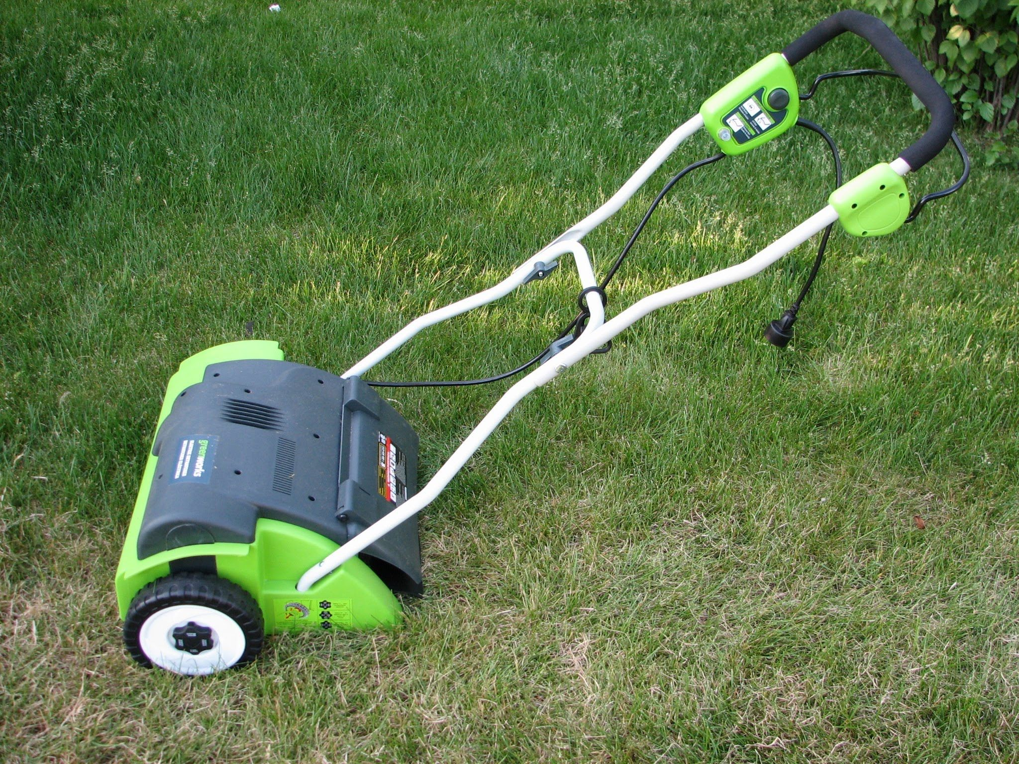 Greenworks Electric Lawn Dethatcher Review Dethatching Lawn Unboxing And Putting Together The Greenworks 14 Electric Dethatching Lawn Diy Lawn Lawn Mower