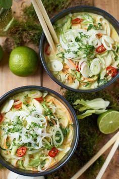 Grünes Thai Curry mit Zucchini, Möhren und Pak Choi #healthyrecipes