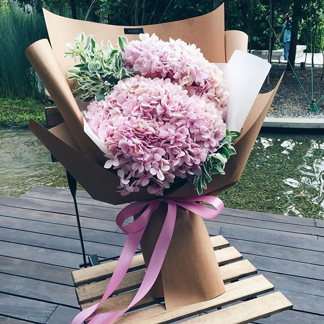 In Asia Giving Someone Pink Hydrangeas Symbolizes That You Are The Beat To Their Heart Like Seriously Pink Hydrangea Flower Bouquet Wedding Flowers Bouquet
