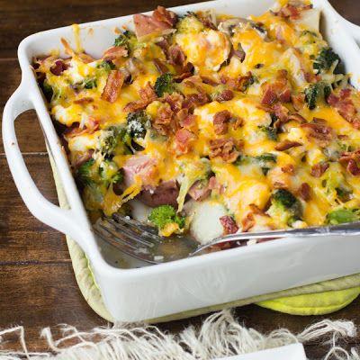Cheesy Ham & Potato Bacon Casserole @keyingredient #cheese #easy #bacon #cheddar #delicious #cheesy #casserole