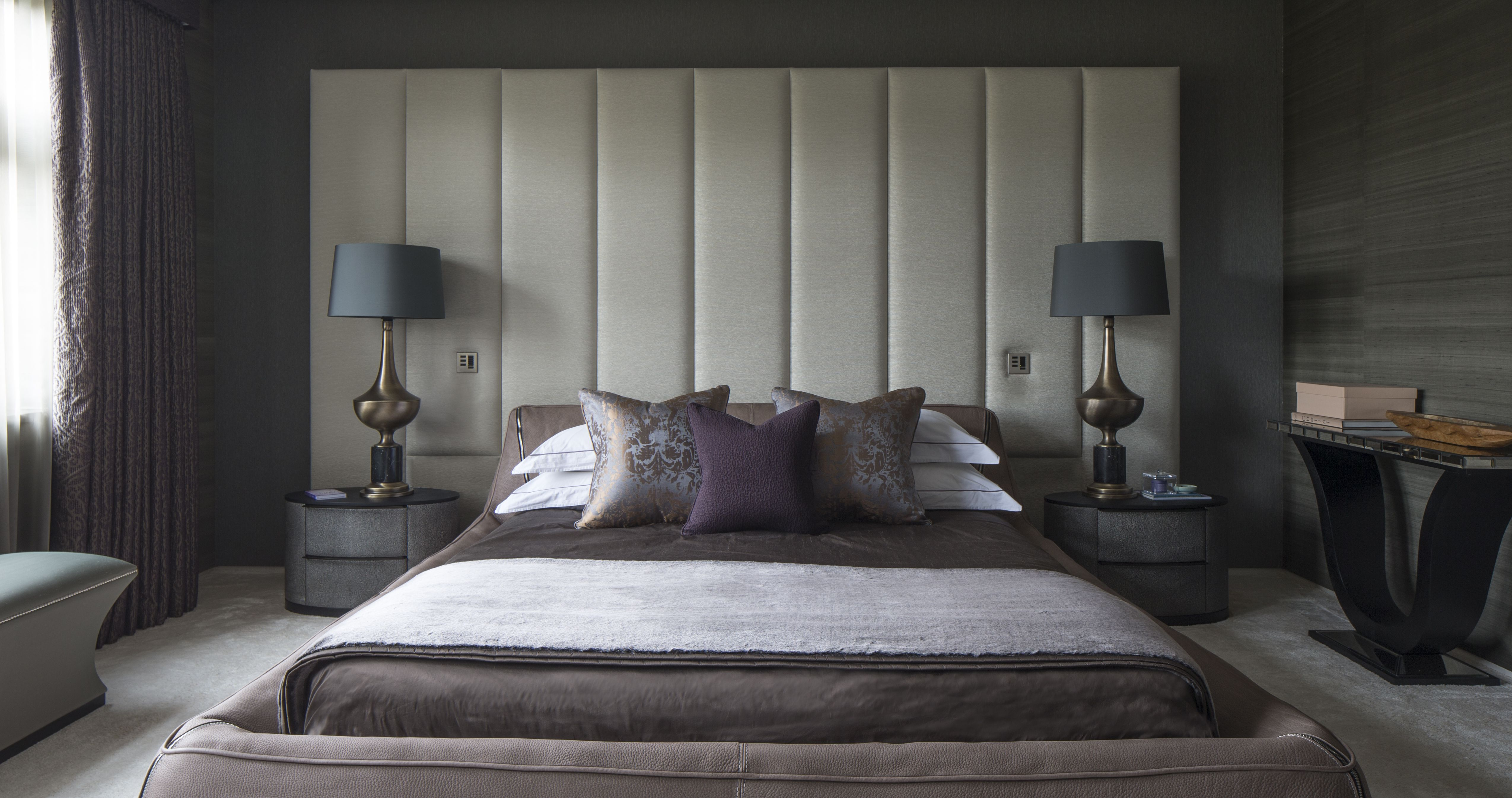 Best Luxurious Master Bedroom With A King Size Bed Featuring An 640 x 480