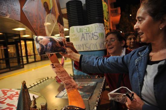 La intervención quirúrgica realizada este martes a la presidenta de Argentina, Cristina Fernández, para drenar un hematoma craneal culminó con éxito.