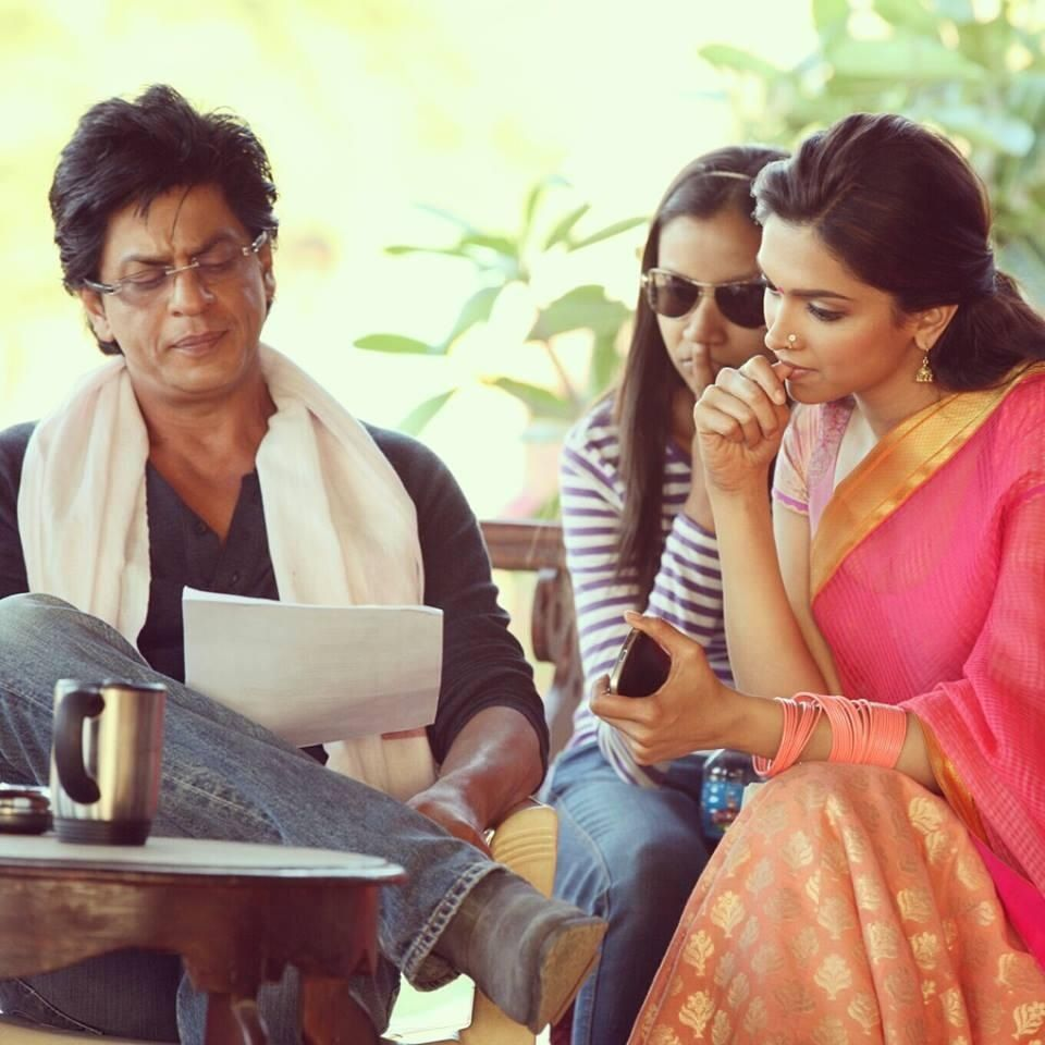 Deepika Padukone And Shahrukh Khan Behind The Scenes Of Chennai Express Chennai Express Bollywood Shahrukh Khan