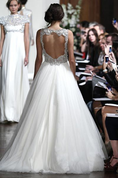Halle Berry S Jenny Packham Wedding Dress Revealed Wedding Dress Reveal Jenny Packham Wedding Dresses Wedding Dress Sizes
