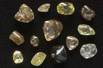 a0d0b0b65d0fc What Do Diamonds Look Like?   Travel   Gem hunt, Diamond mines, Gems