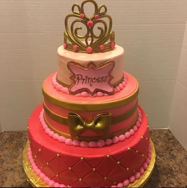 #ombre #princess #babyshower #cake when u spoiled and u aint even been born yet!! Lol #tiara #bow #fondant #icing
