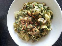 Pasta met kip, spinazie, champignons en boursin