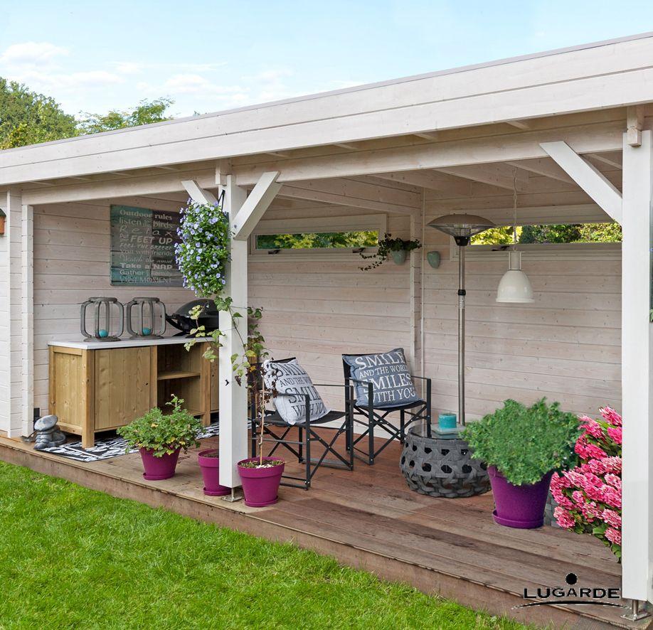 ein gartenhaus mit geschlossenem raum und offener terrasse. Black Bedroom Furniture Sets. Home Design Ideas