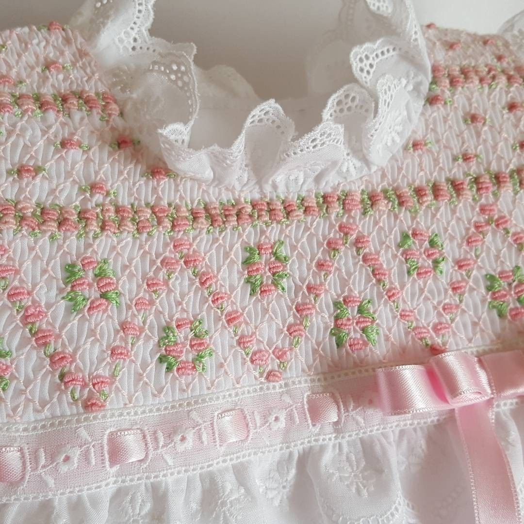 Vestidos bordados punto smock