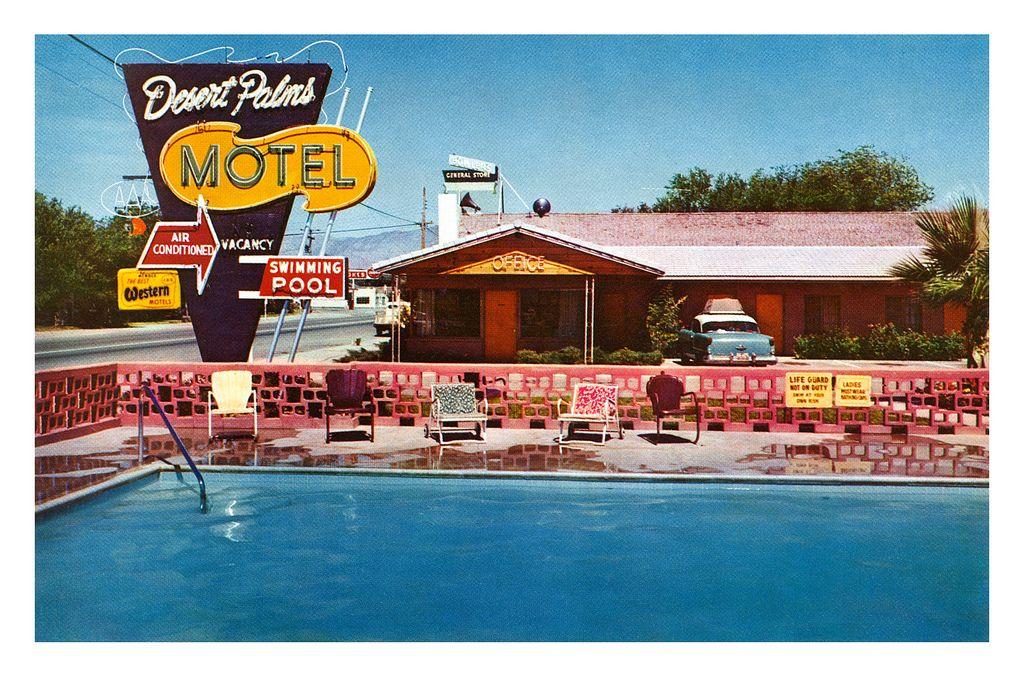 Desert Palms Motel postcard (par totallymystified)