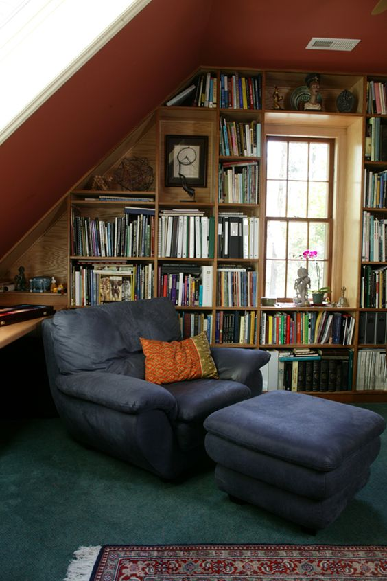 14 Charming Attic Libraries And Reading Rooms Bookglow In 2020 Cozy Home Library Home Home Library