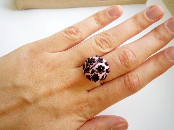 vintage style Appliqué flower ring Polymer von JEWELLERYandPLEASURE, $16,00