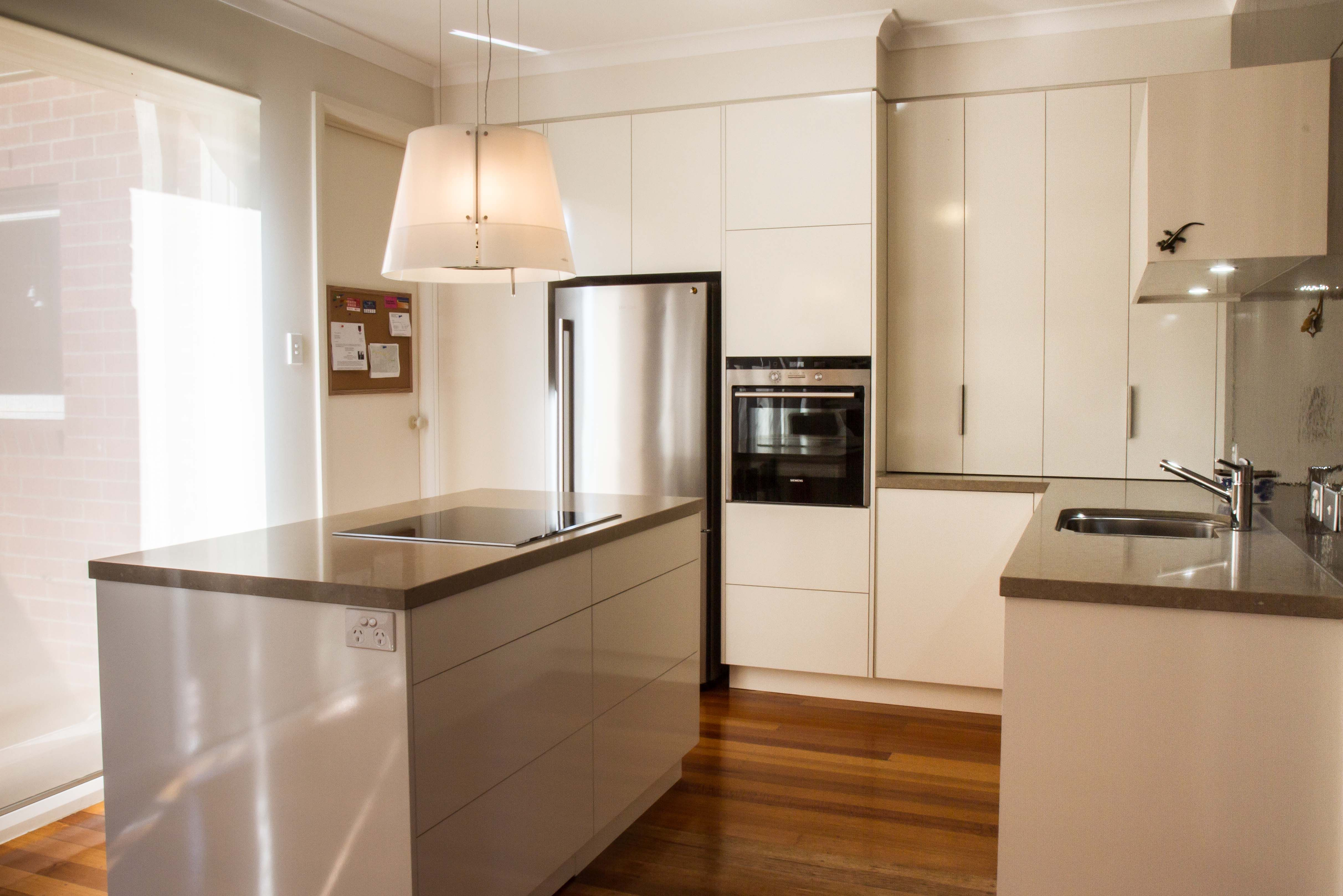 Small Kitchen With Island Bench Gloss Finish Www Thekitchendesigncentre Com A Kitchen Design Centre Coastal Bedroom Decorating Coastal Decorating Living Room