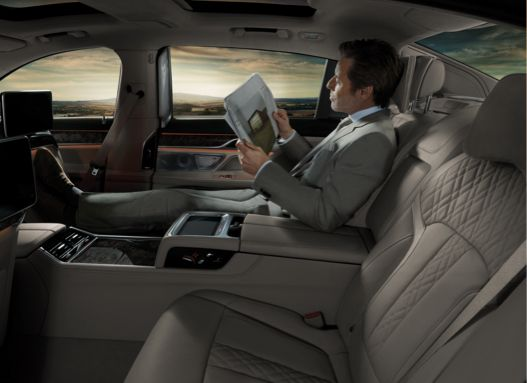 The Rear Executive Lounge Seating Package Presents The Most Compelling Case Ever For Passing On The Driver S Seat In A Bmw Its Expan Bmw Série 7 Bmw Série Bmw