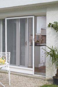 Las Mosquiteras Protegeran Tu Hogar De Los Insectos E Incluso Del Calor Instalarlas Es Realmente Diseno Interior De Dormitorio Interiores De Casa Hogar