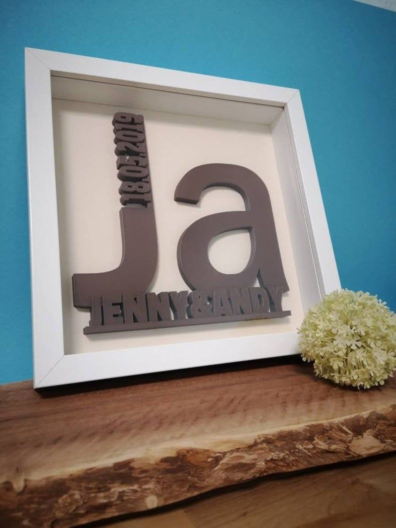 Geschenk Zur Hochzeit Bild Mit Namen Und Hochzeitsdatum Individueller 3d Druck In Holzoptik In 2020 Christmas Gift Pictures Gift Wedding Anniversary Personalized Wedding Gifts