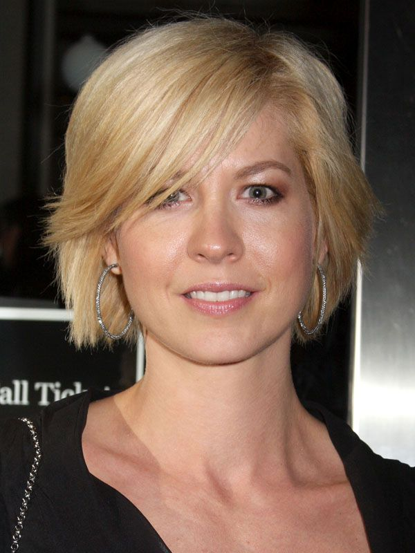 How To Grow Out Your Short Hair Jenna Elfman Short Hair And Bobs