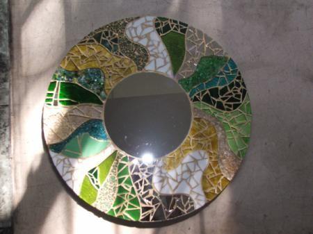 Espejos con marcos decorados artesanum com espejo for Espejos con marco de madera decorados