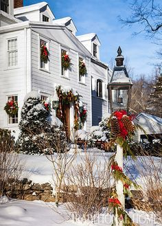 christmas in a new england clapboard outdoor decorations rh pinterest com